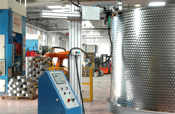 "Production facilities with high technology machinery plants for beer kegs manufacturing, food and beverage containers produced for international applications, Italian stainless steel products manufacturer offers stainless steel beverage and Beer Kegs, wine containers, oil and other food containers produced with stainless steel. ""Keg beer"" is used for beer served from a pressurized keg, Stainless steel containers and products made in Italy for the food and beverage worldwide industrial distribution, Euro, DIN, IPB, IPS, IPT, IPM, UK 100 kegs standard as normal production products in Stainless steel AISI 304"